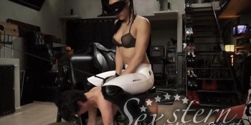 BDSM, DOMINAZ, ERZIEHUNG mit ASIA-GIRLS BEI WWW.SEXSTERN.AT